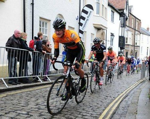 Scott Thwaites tackles Durham's cobbled streets. Picture:velouk.net