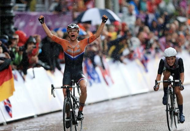 Lizzie Armitstead loses out in a sprint finish on The Mall to Holland's Marianne Vos