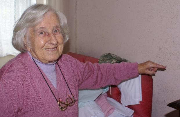 Ilkley Gazette: Lillian Todd, who turns 94 on Saturday, pointing to the mildew across her bedroom walls