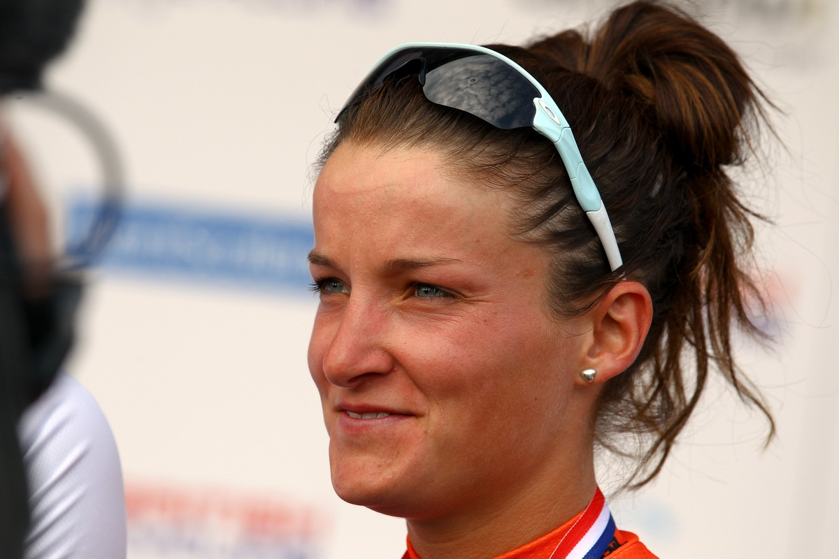 Lizzie Armitstead leads the UCI Women's Road World Cup standings on 320 points