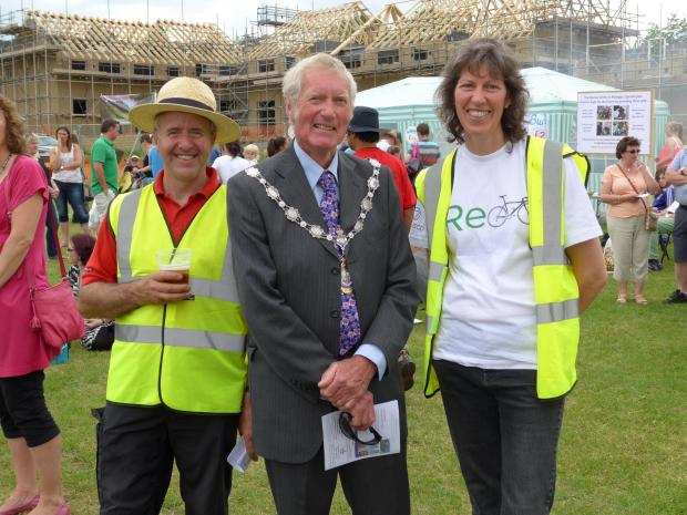 Karen Palframan and Councillor Andrew Wallbank  with Fete volunteer/arena designer Brent Thomson on left