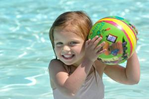 Sunseekers flock to Ilkley Lido as temperatures up