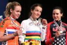 Lizzie Armitstead shows off her world championship gold medal