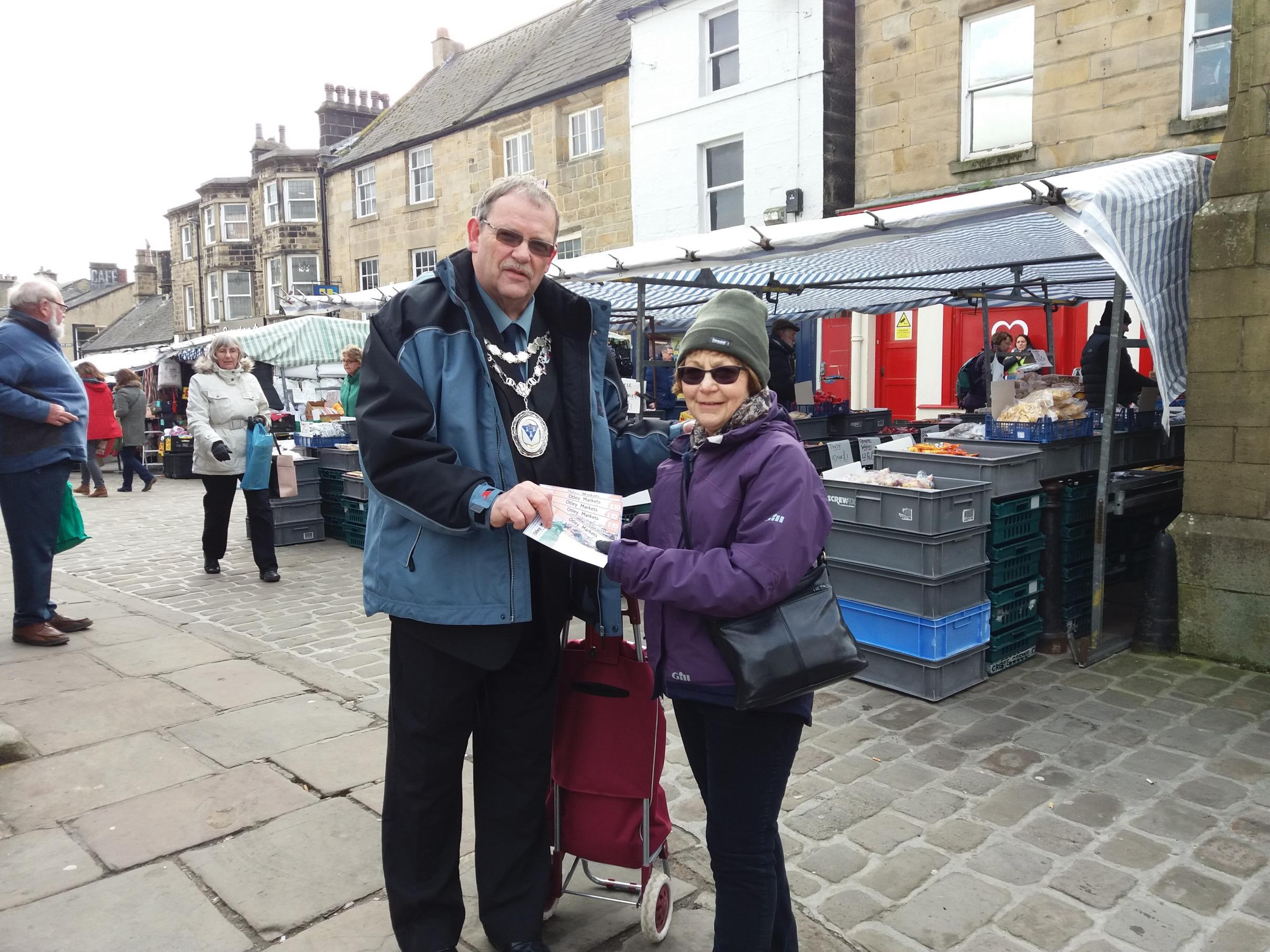 Otley Town Mayor Councillor Nigel Francis presenting competition winner Sheila Collins with her market vouchers