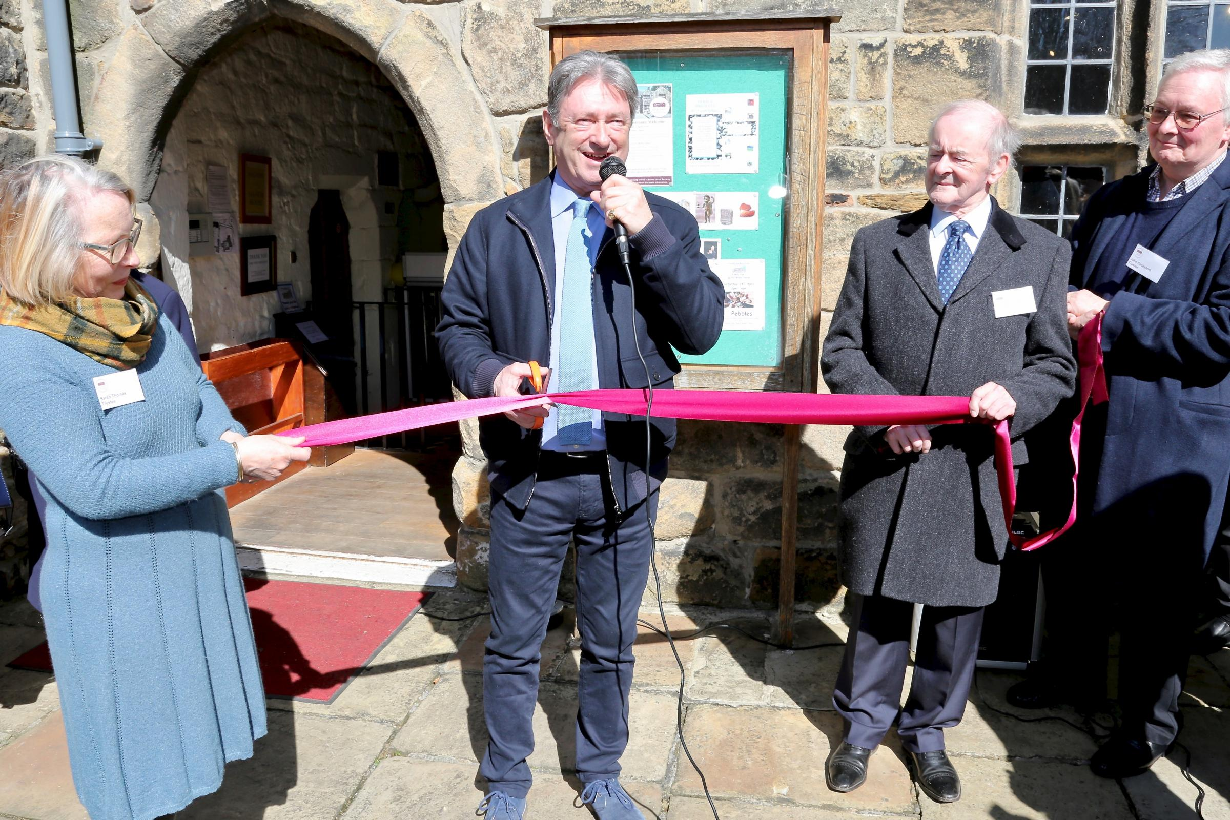 Alan Titchmarsh opens the Manor House. Photograph by Oliver Thomas.