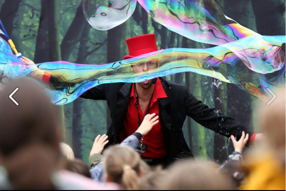The Bubble Wizard comes to Lightwater Valley