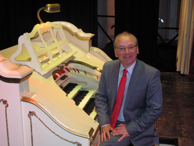 Phil Kelsall  At The Mighty Wurlitzer