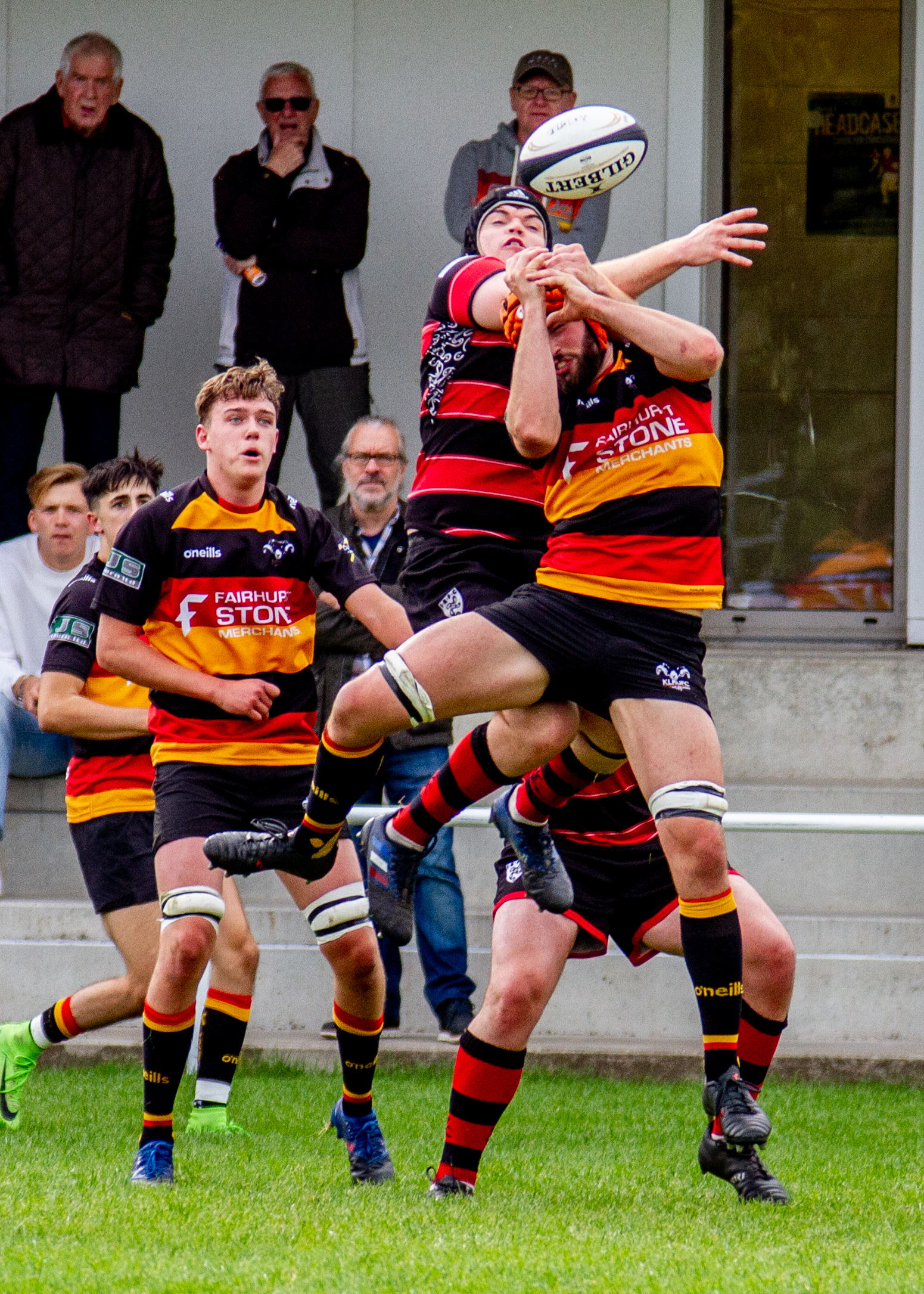 Ilkley lost influential second rower Luke Pearson (red and black hoops) to injury early on and they missed his presence throughout Picture: ruggerpix.com
