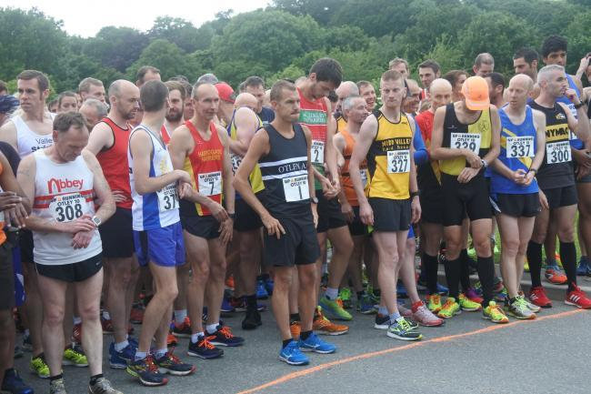 Runners at the starting line of a previous Otley 10 Mile Road Race